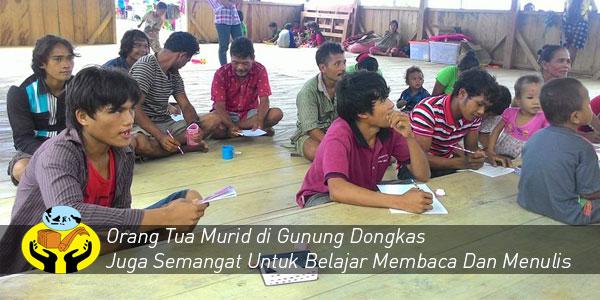 Orang Tua di Gunung Dongkas Juga Belajar Membaca dan Menulis !