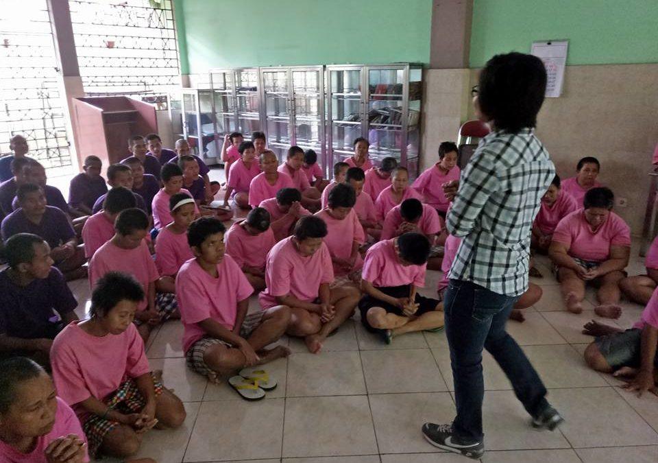 Pelayanan Team Yayasan Lima Roti Dua Ikan Indonesia di Panti