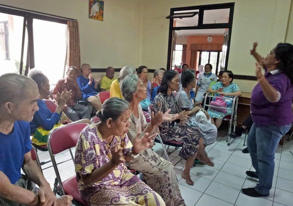 Pelayanan Tim LRDII Di Panti Jompo
