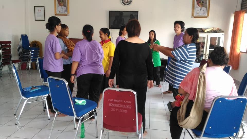 Pelayanan Tim Panti Yayasan Lima Roti Dua Ikan Indonesia Di PSPKB Kemayoran